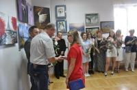 Wernisaż wystawy prac uczestników zajęć malarskich w Centrum Kultury w Łęcznej